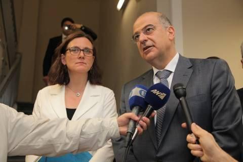Ξενάγηση της Επιτρόπου Μάλμστρομ στη νέα Υπηρεσία Ασύλου