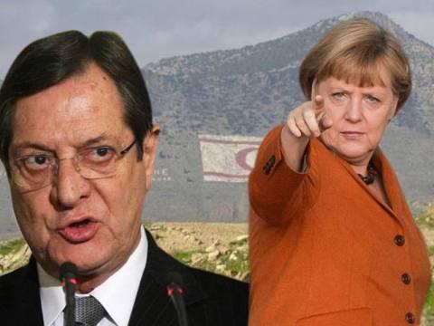 Το Βερολίνο πιέζει ξαφνικά για λύση του Κυπριακού