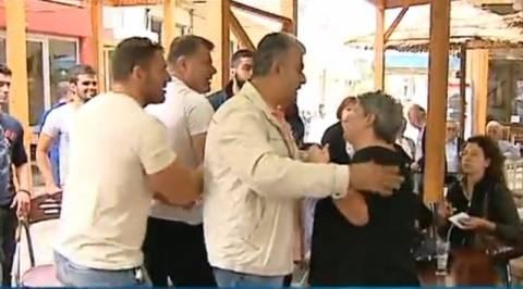 Γιαούρτωσαν βουλευτές του ΣΥΡΙΖΑ στο Τυμπάκι (Βίντεο)