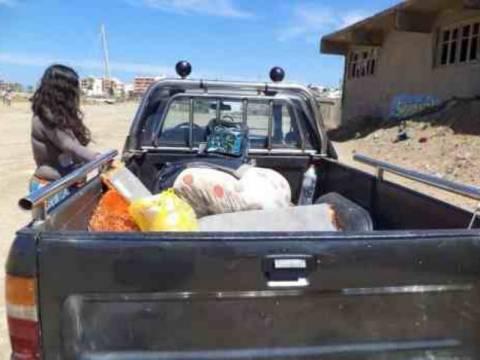 ΣΟΚ: Οικογένεια ζει σε καρότσα και πλένεται με θαλασσινό νερό
