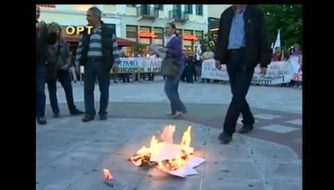 Πύργος: Έκαψαν τα φύλλα επίταξης οι εκπαιδευτικοί (Video)
