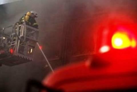 Υπό μερικό έλεγχο η φωτιά στο υπόγειο στη Νέα Φιλαδέλφεια