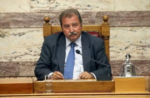 Τραγάκης: Να μειωθεί η βουλευτική αποζημίωση στους παραβάτες