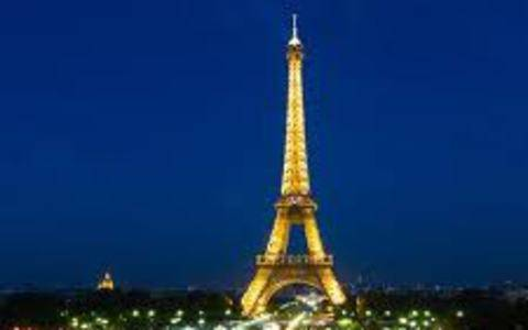 Παρίσι: Κατεπείγουσα προσγείωση λόγω τροφικής δηλητηρίασης