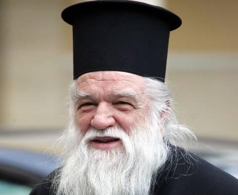 Πένθιμες καμπάνες και διαμαρτυρία ιερέων για τον αντιρατσιστικό νόμο
