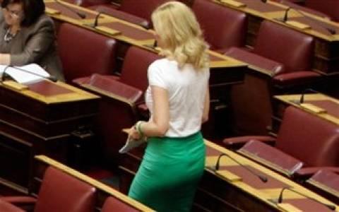 Ραχήλ Μακρή: Τα «άκουσε» για το ντύσιμό της στη Βουλή