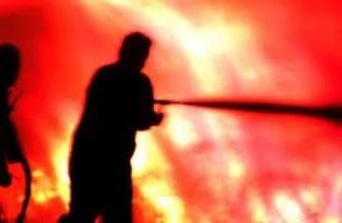 Στις φλόγες τυλίχθηκε συνεργείο στα Γιαννιτσά