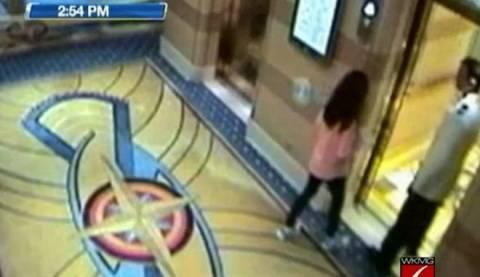 Βίντεο-ΣΟΚ: Σερβιτόρος κακοποιεί σεξουαλικά 11χρονη σε κρουαζιερόπλοιο