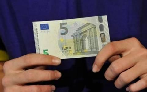 «Πλαστά» τα νέα χαρτονομίσματα των 5 ευρώ