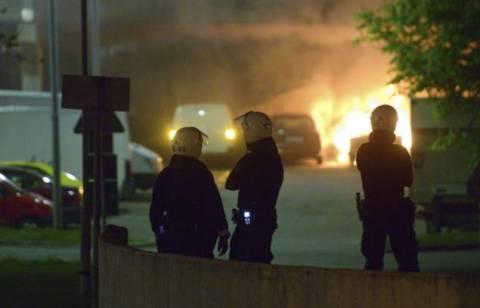 Συνεχίστηκαν για πέμπτη νύχτα τα επεισόδια σε προάστιο της Στοκχόλμης