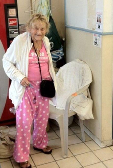 Ζακ Γαλιφιανάκης: Αγόρασε σπίτι σε άστεγη (photos)!
