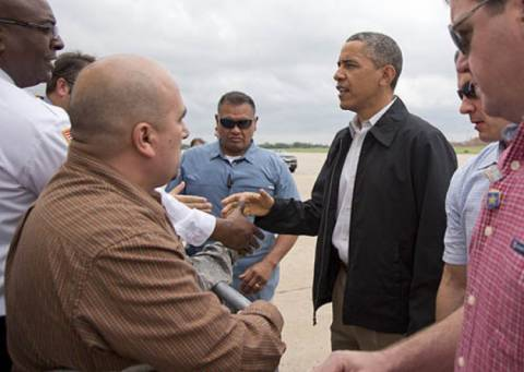 Οκλαχόμα: Ο Ομπάμα κάλεσε τους αμερικάνους να βοηθήσουν τους πληγέντες