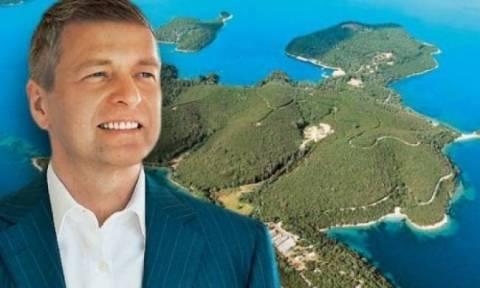 Στο Σκορπιό ο νέος ιδιοκτήτης του, Ντμίτρι Ριμπολόβλεφ