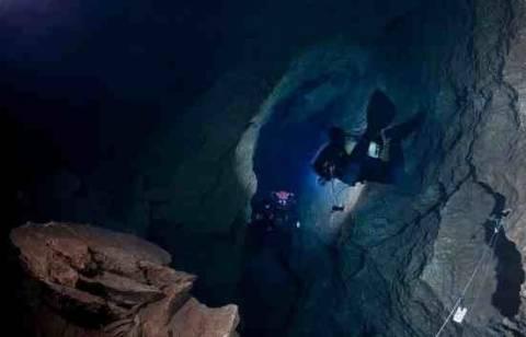 Νεκρός ανασύρθηκε ο 25χρονος δύτης από το υποβρύχιο σπήλαιο Σίντζι