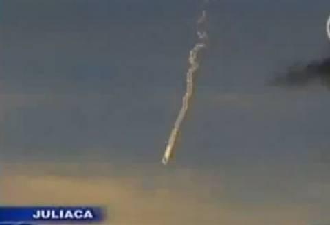 Περού: Φλεγόμενο αντικείμενο πάνω από λίμνη
