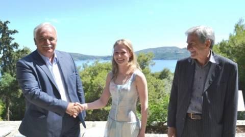 H νέα ιδιοκτήτρια του Σκορπιού ποζάρει στο νησί! (pic)