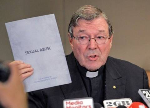 1 εκατ. σε θύματα σεξουαλικής κακοποίησης από ιερείς