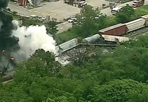 Στις φλόγες τρένο έπειτα από σύγκρουση με απορριμματοφόρο