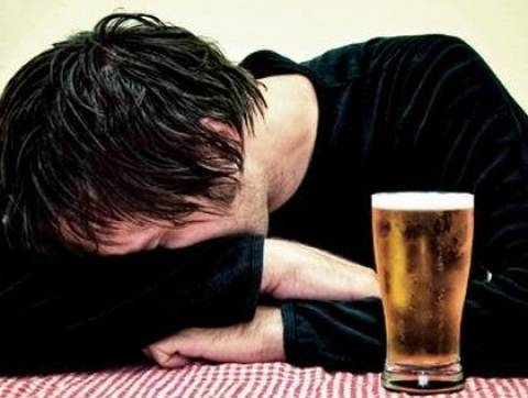 Γιατί γινόμαστε συναισθηματικοί όταν πίνουμε;