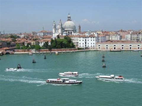 Βρήκαν ακέφαλο πτώμα μέσα σε κανάλι της Βενετίας