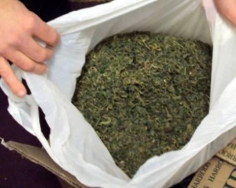 Έκρυβαν 196 κιλά ναρκωτικών σε καυσόξυλα