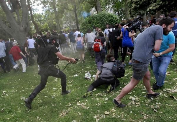 Η Πόλις εάλω από εξεγερμένους διαδηλωτές!