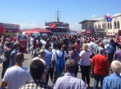 Πλημμύρισαν από διαδηλωτές οι δρόμοι της Κωνσταντινούπολης (pics)