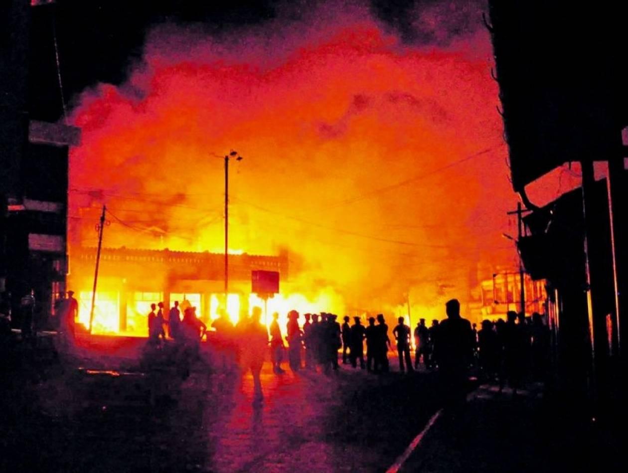 Βανδαλισμοί «διαδηλωτών» στο Ελληνικό Προξενείο στην Πόλη (ΦΩΤΟ)