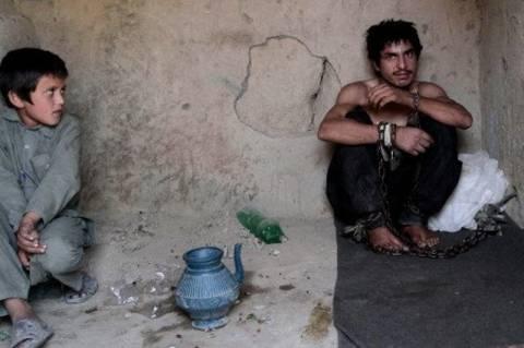 Δείτε πως βασανίζουν τους τοξικομανείς στο Αφγανιστάν (pics)