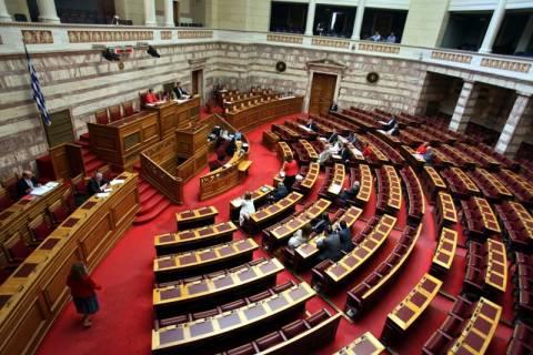 Περιττή πολυτέλεια οι 300 στη Βουλή