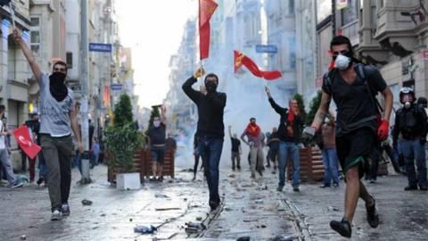 Τουρκία: Με απεργία προειδοποιούν τον Ερντογάν οι δημόσιοι υπάλληλοι