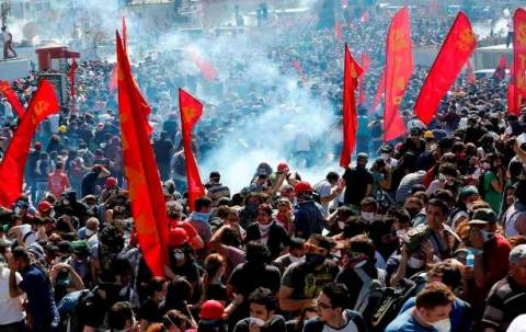 Η φωτογραφία από την πλατεία Ταξίμ που κάνει το γύρο του κόσμου