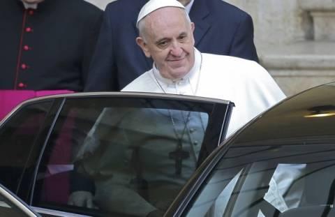Ο Πάπας Φραγκίσκος δεν θα πάει διακοπές λόγω κρίσης