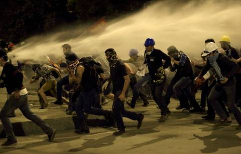 Τουρκία: Οι διαδηλωτές παραμένουν στους δρόμους για έκτη ημέρα