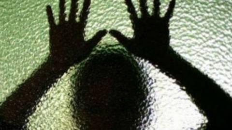 ΣΟΚ: Καθηγητής βίασε την 15χρονη μαθήτριά του