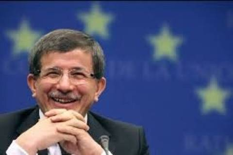 Νταβούτογλου σε Κέρι: Η Τουρκία δεν είναι δημοκρατία β΄ κατηγορίας