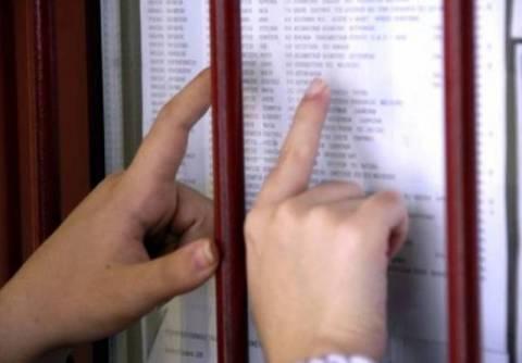 Βάσεις 2013: Πτώση σε ΑΕΙ-ΤΕΙ - Ποιες σχολές «γκρεμίζονται»
