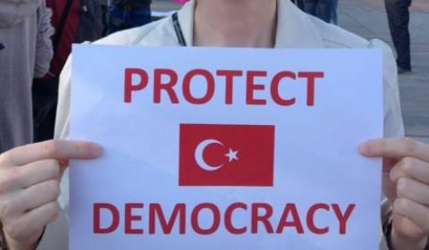 RT: Διαμαρτυρίες στην Τουρκία: Aραγε θα παρέμβει ο στρατός;