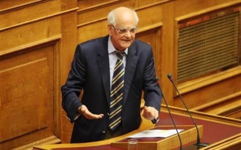 Στη Βουλή οι υποθέσεις απιστίας τραπεζικών στελεχών