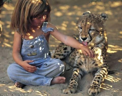 Η απίστευτη ιστορία ενός κοριτσιού που έζησε τη ζωή του Μόγλη (pics)