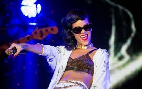 Βίντεο: Η Rihanna... καβάλησε θαυμαστή της πάνω στη σκηνή!