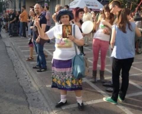 Η Λουκά είναι εδώ: Έκανε guest εμφάνιση στο Gay pride (vid)!