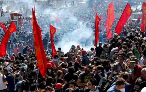 Συνεχίζονται οι συγκρούσεις στην Τουρκία: Μάχες σώμα με σώμα
