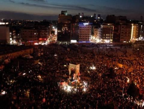Τουρκία: Γέμισε ασφυκτικά η πλατεία Ταξίμ (pics)