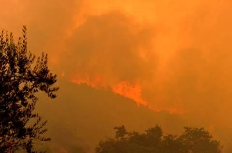 Σε εξέλιξη πυρκαγιά στο Ηράκλειο δίπλα σε κατοικημένη περιοχή