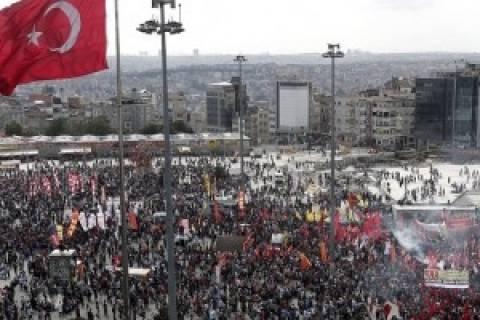 «Δεν φεύγουμε», απαντούν οι διαδηλωτές στον Ερντογάν