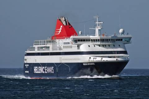 Φωτιά στο πλοίο «Νήσος Μύκονος»-Αγωνία για 248 επιβάτες