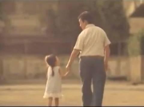 Βίντεο: Χρόνια πολλά μπαμπά!