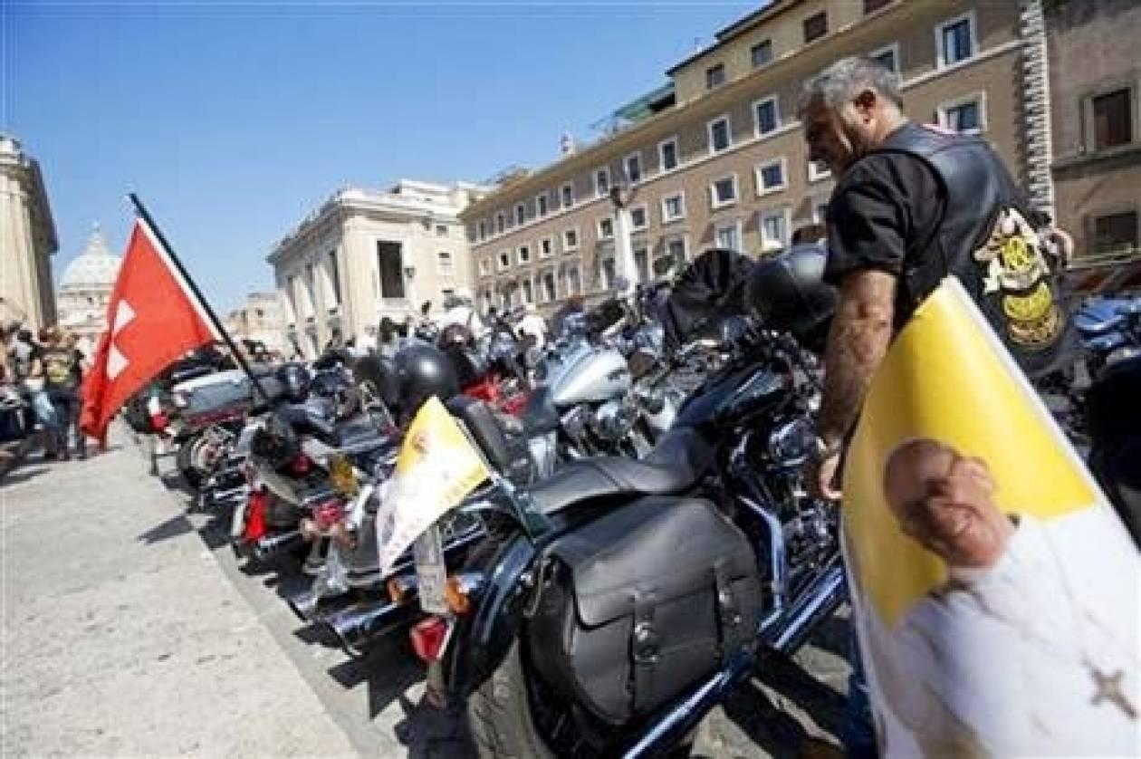 Ο Πάπας ευλόγησε τις Harley (photos)!