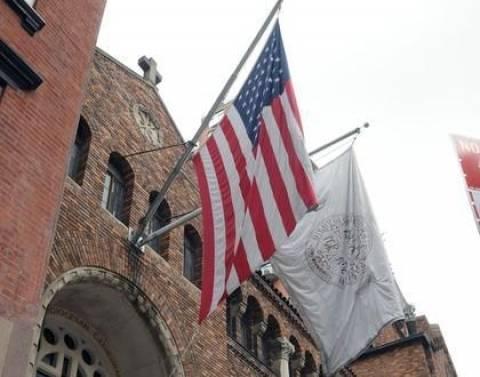 Κατέβασαν ξανά την ελληνική σημαία από τον Καθεδρικό Νέας Υόρκης